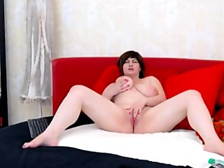 Hot busty milf on webcam BOOBSMILFCAM.com