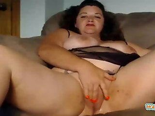 Chubby mature bbw rubbing her fat pussy on webcam