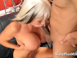 Hot gilf and her first anal shot