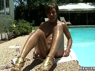 Big juicy butt in the pool. Imani Rose gets fucked