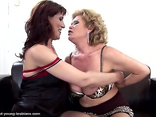 grandmothers moms daughter super hot gang sex with pissing