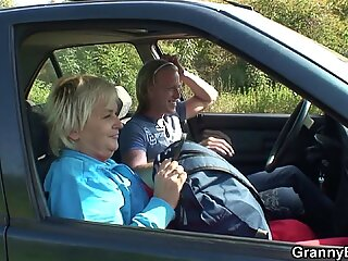 hitchhiking hot blonde granny picked up and doggy-fucked roadside