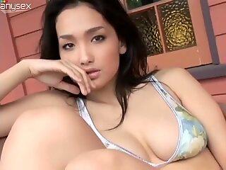 Magnetizing Japanese model Reon Kadena demonstrates her stunning body